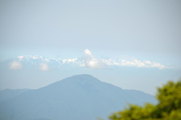 飯豊連峰の雪蹊